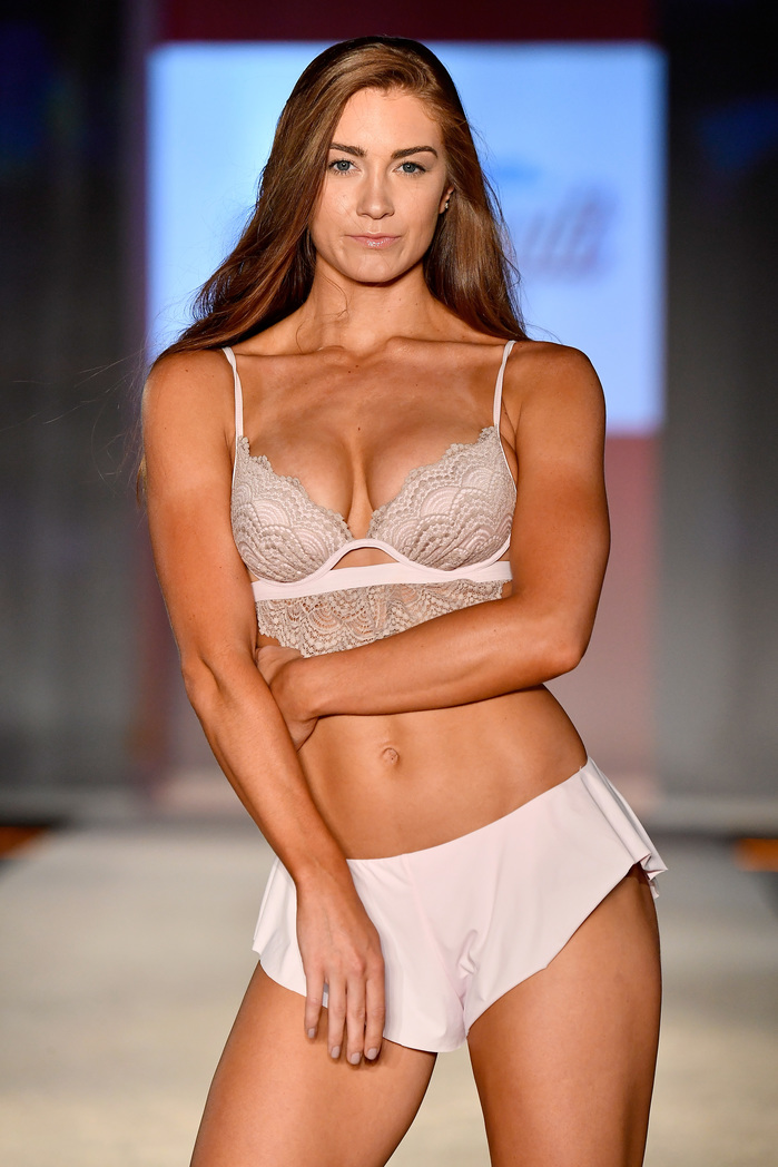 SWIMMIAMI Sports Illustrated Swimsuit 2018 Collection - Runway
